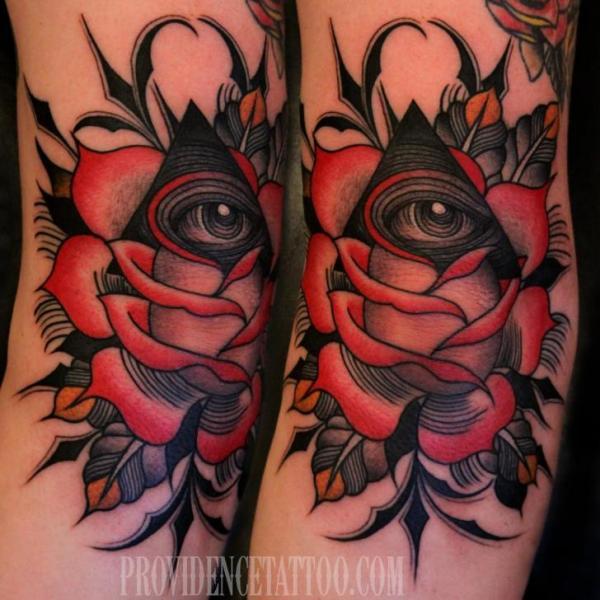 Tatuaggio Braccio Dio Triangolo di Providence Tattoo studio