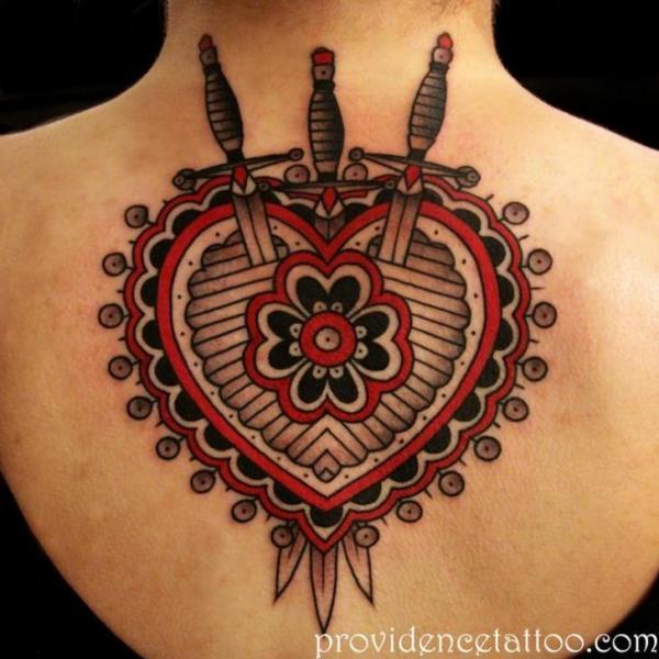 Tatuaggio Cuore Schiena Pugnale di Providence Tattoo studio