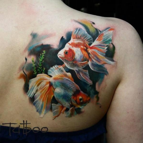 Realistische Rücken Fisch Tattoo von Valentina Riabova