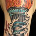 Arm New School Flammen tattoo von Vienna Electric Tattoo