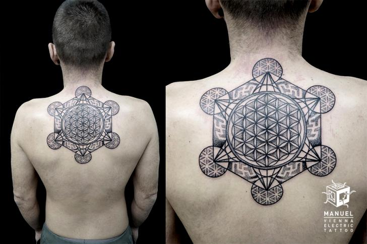 Rücken Dotwork Geometrisch Tattoo von Vienna Electric Tattoo