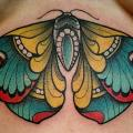 tatouage Papillon Seins par Nik The Rookie