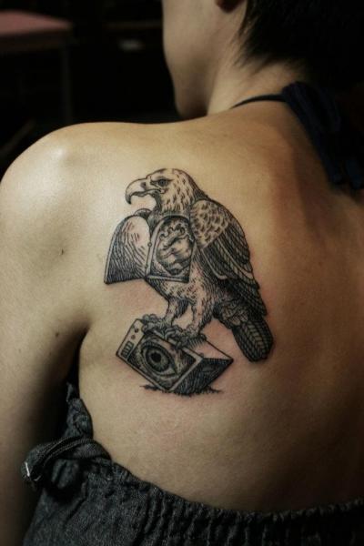 Tatuaggio Schiena Aquila Dotwork di Ottorino d'Ambra