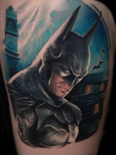 Fantasie Batman Oberschenkel Tattoo von Alex de Pase