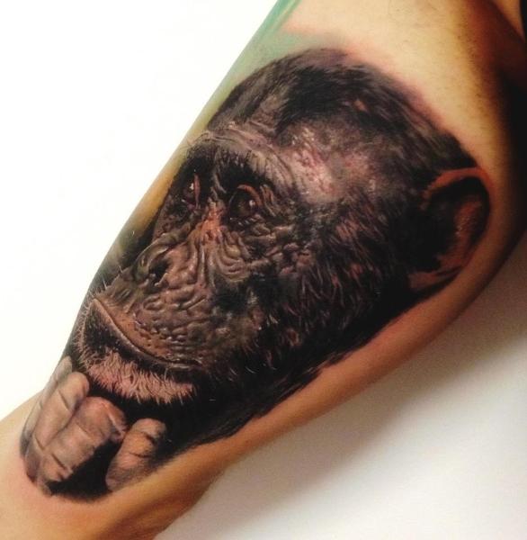 Realistische Affe Oberschenkel Tattoo von Alex de Pase