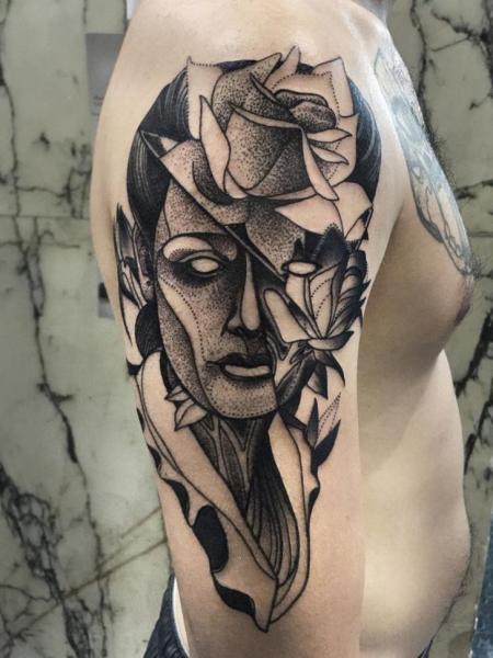 Tatuaggio Spalla Fiore Dotwork Uomo di Michele Zingales