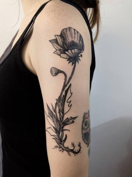 schulter arm blumen tattoo von michele zingales. Black Bedroom Furniture Sets. Home Design Ideas