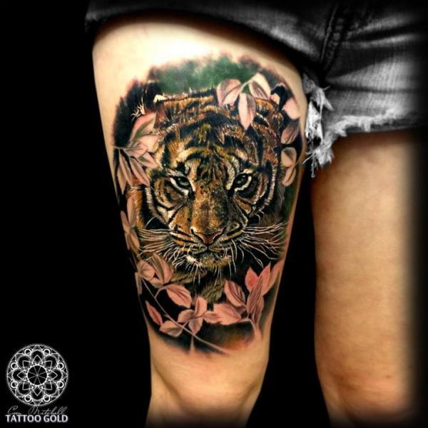 realistische tiger oberschenkel tattoo von coen mitchell. Black Bedroom Furniture Sets. Home Design Ideas