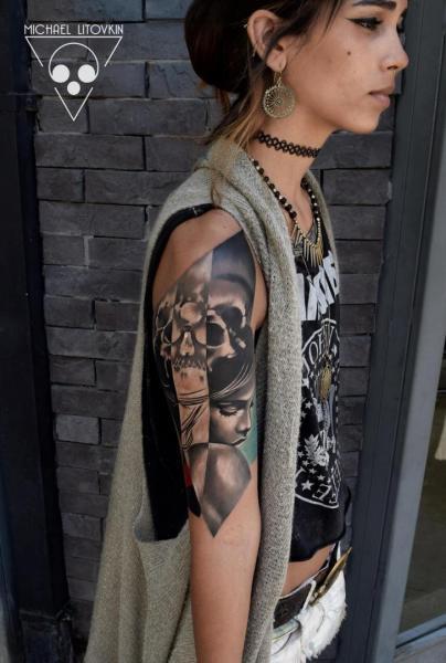 Tatuaje Brazo Cráneo Abstracto por Michael Litovkin