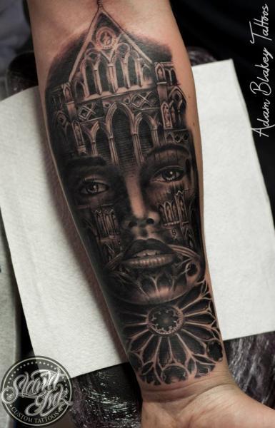 Tatuaje Brazo Mujer Iglesia por Slawit Ink
