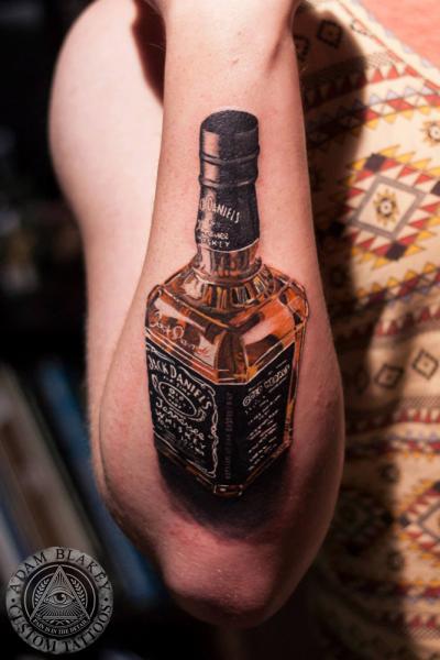 Tatuaggio Braccio Realistici Jack Daniels di Slawit Ink