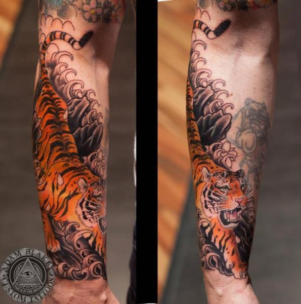 Arm Tiger Tattoo by Slawit Ink