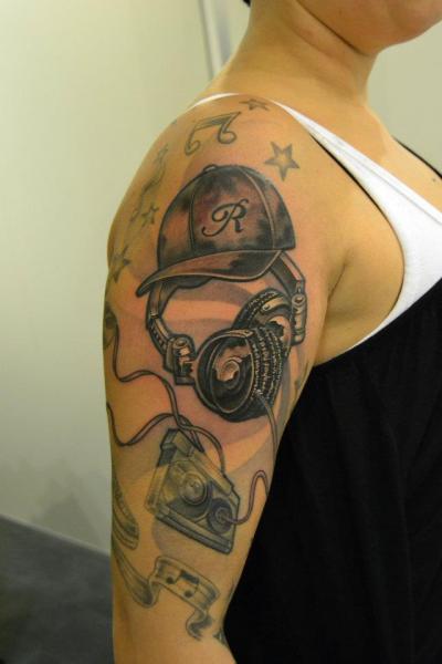 Arm Kopfhörer Tattoo von 2nd Skin