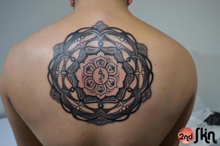 Rücken Symbol Tattoo von 2nd Skin