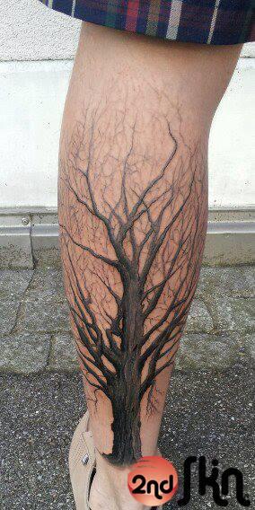Realistische Waden Baum Tattoo von 2nd Skin