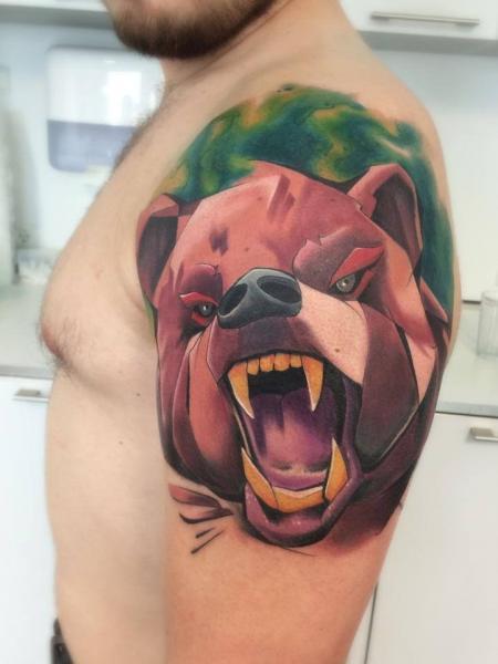 Shoulder Bear Tattoo by Mefisto Tattoo Studio