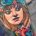 tatuaje Brazo Retrato Corazon mujer por Cloak and Dagger Tattoo