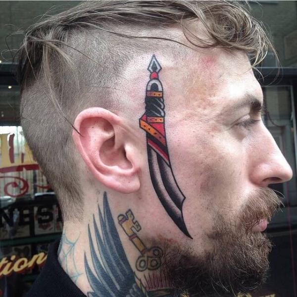 Old School Gesichts Dolch Tattoo von Cloak and Dagger Tattoo