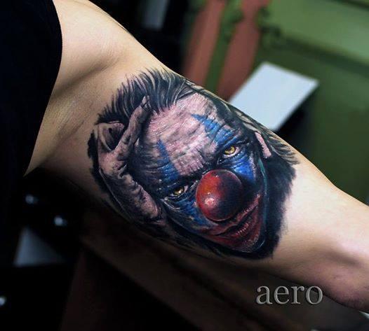 Tatuaggio Braccio Pagliaccio di Aero & inkeaters
