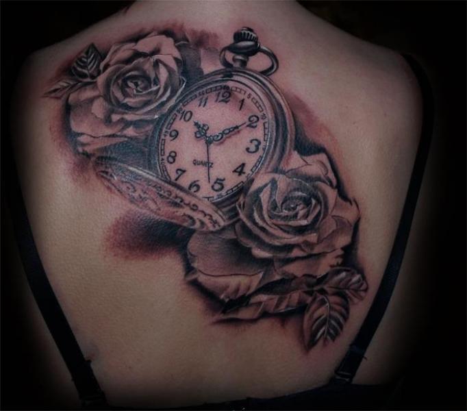 Realistische Uhr Blumen Rücken Tattoo von Aero & inkeaters