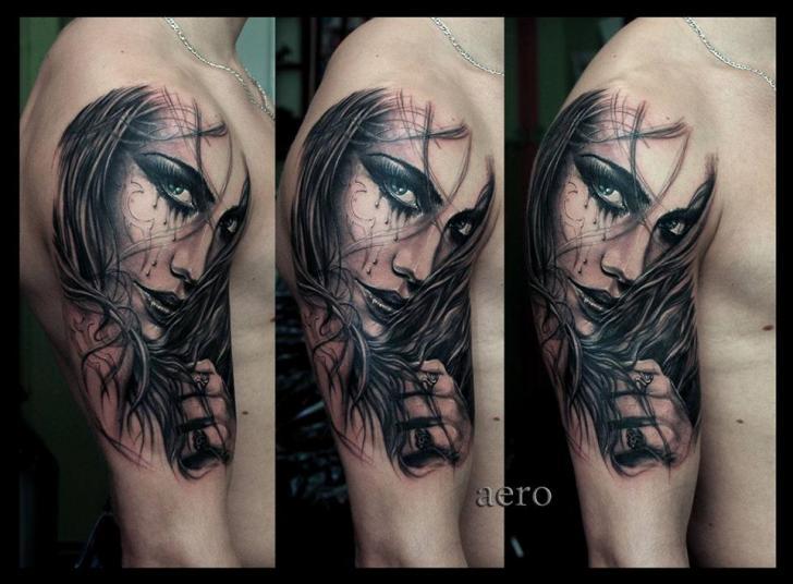 Tatuaggio Spalla Ritratti Donna di Aero & inkeaters