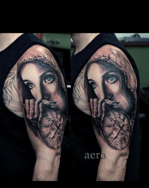 Tatuaggio Spalla Orologio Donna di Aero & inkeaters