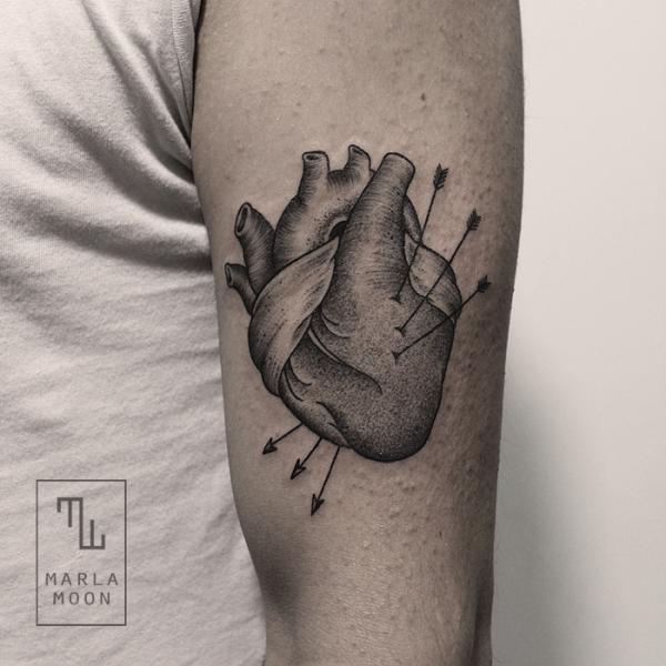 Arm Herz Dotwork Tattoo von Marla Moon
