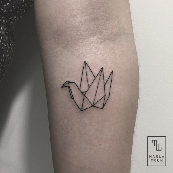 Arm Dotwork Origami Tattoo von Marla Moon