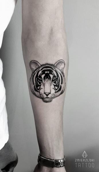 Arm Tiger Tattoo by Zmierzloki tattoo