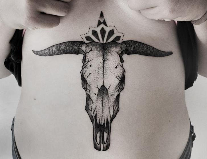 Totenkopf Bauch Tattoo von Luciano Del Fabro