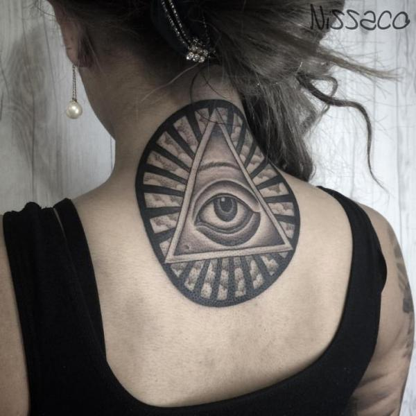 Tatouage Retour œil Cou Dieu Triangle Par Nissaco