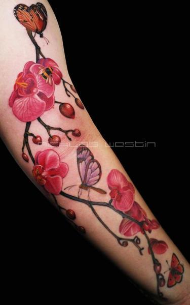 Tatuagem Braço Realísticas Flor Borboleta Abelha por Nicklas Westin