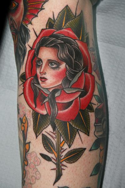 Arm Old School Blumen Frau Tattoo von California Electric Tattoo Parlour