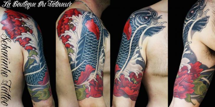 Shoulder Japanese Carp Tattoo by Sebaninho Tattoo