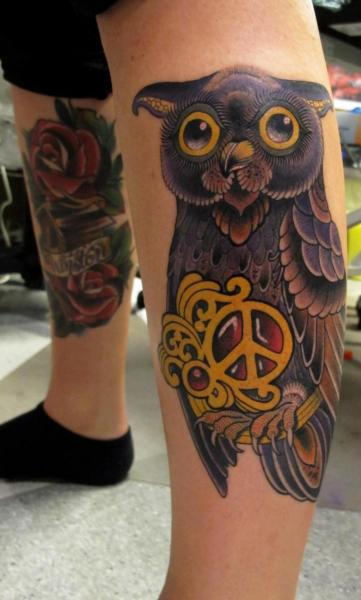 New School Leg Owl Tattoo by Dalmiro Tattoo