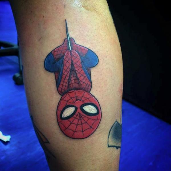 Tatuaje Ternero Personaje Spiderman por Alex Heart