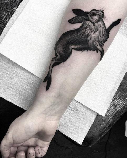 Arm Hase Tattoo von Parliament Tattoo