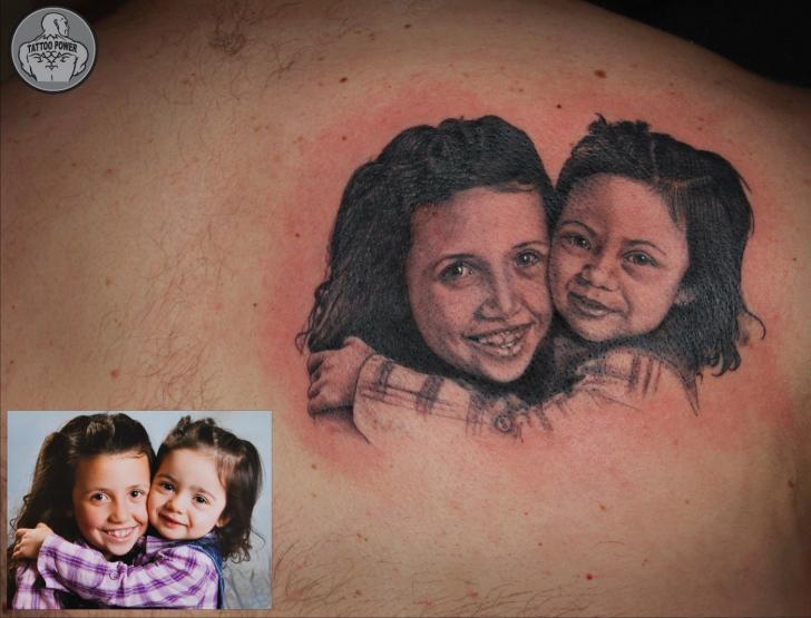 Tatuaje Retrato Realista Espalda por Tattoo Power