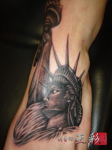 Tatuaż Ręka Statua Wolności Przez Wabori