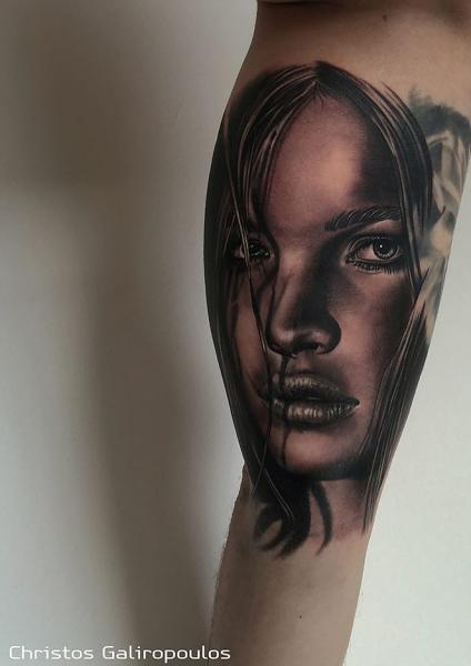 Arm Porträt Realistische Frau Tattoo von El Loco Tattoo Lounge