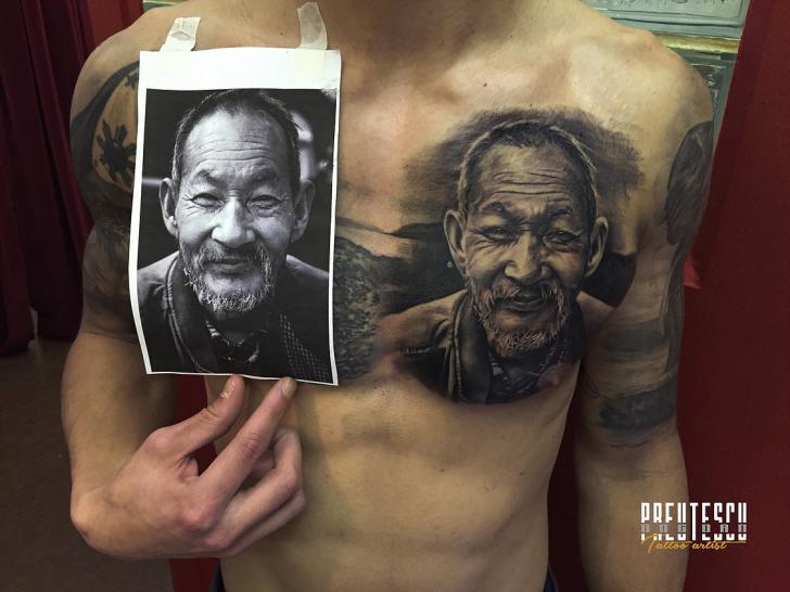 Porträt Realistische Brust Tattoo von El Loco Tattoo Lounge
