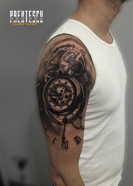 Tatuaż Ramię Zegar Przez El Loco Tattoo Lounge