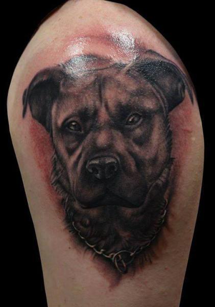 Tatuaggio Spalla Cane di El Loco Tattoo Lounge