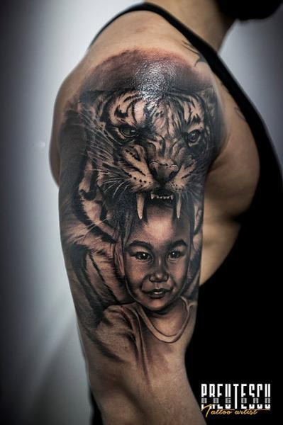Tatuaggio Spalla Realistici Bambino Tigre di El Loco Tattoo Lounge