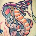 tatuaje New School Serpiente Ternero por Solid Heart Tattoo