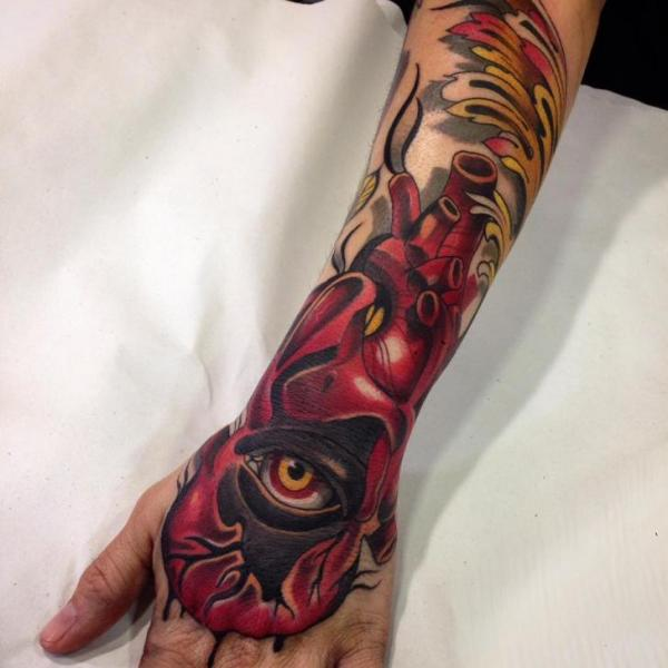 Arm Herz Hand Auge Tattoo von Blessed Tattoo