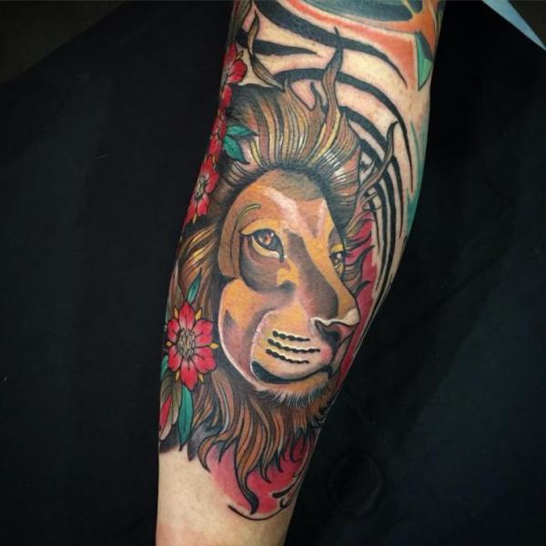 Tatuaje Ternero León por Blessed Tattoo