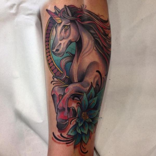 New School Horse Tattoo: Tatuaje New School Pierna Caballo Por Blessed Tattoo
