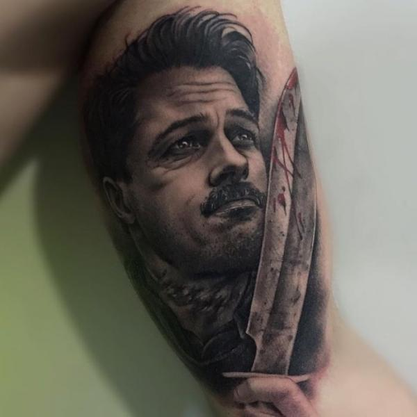 Arm Porträt Messer Brad Pitt Tattoo von PXA Body Art