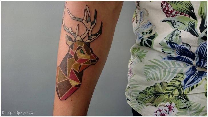 Tatuaggio Braccio Geometrici Cervo di Voice of Ink